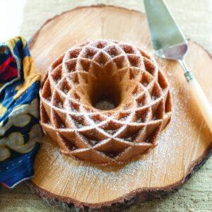 Směs na pečení Bábovka s bílou čokoládou a jahodami a forma NW Jubilee
