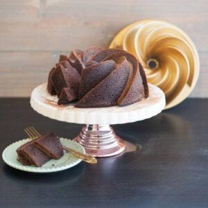 Bábovka s mléčnou čokoládou a višněmi