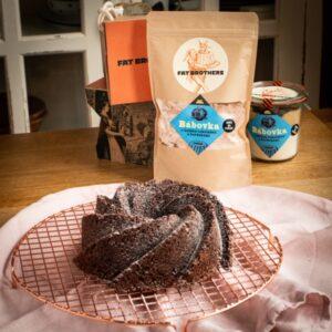Bábovka s hořkou čokoládou a borůvkami