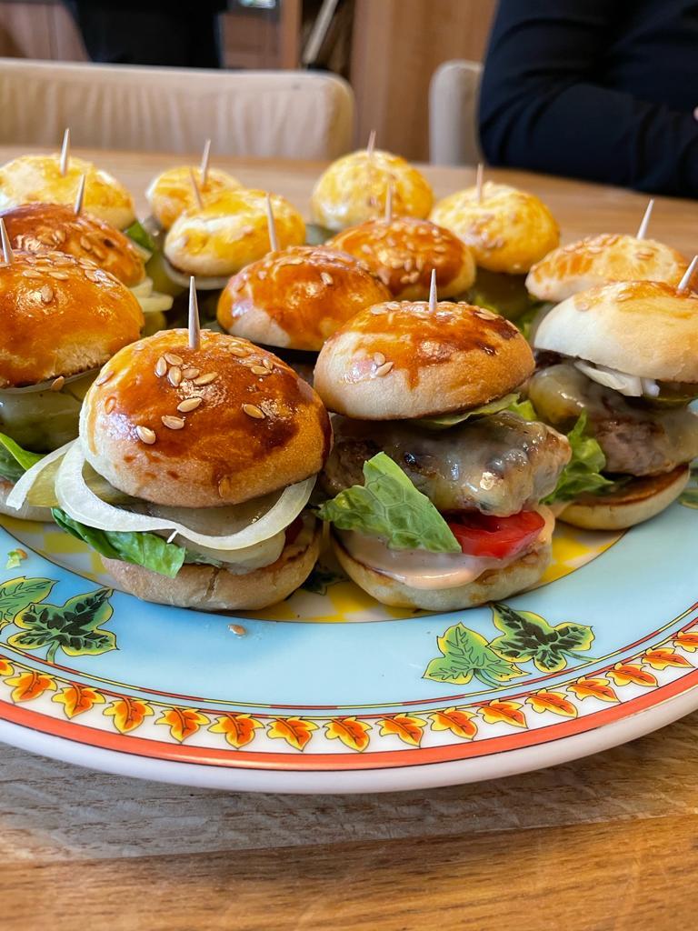 Miniburgery ze směsi na housky