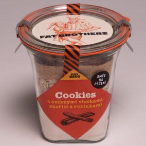 Cookies s ovesnými vločkami a rozinkami v dóze
